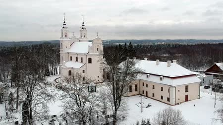 litvánia : Vilnius Calvary church of the discovery of holy cross in winter, aerial view