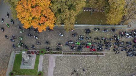 ziyafet : Big group motorcycle bikers in small town square, closing of the season, Lithuania, aerial view Stok Video