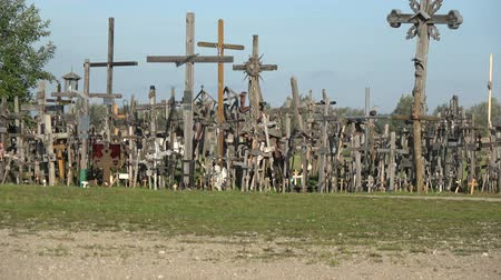 crucifixo : Hill of crosses, Kryziu kalnas – place of piligrimage, Lithuania Stock Footage