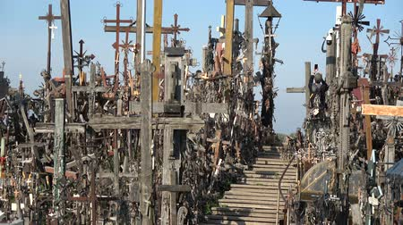 crucifixo : Tourist take picture on Hill of crosses, Kryziu kalnas – place of piligrimage, Lithuania
