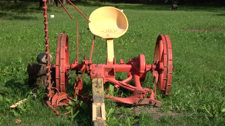 beygir gücü : Historical agriculture horse power  tools in manor park Stok Video