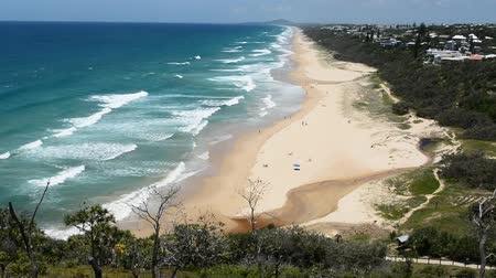 View over Sunshine Beach south of Noosa, QLD, with people. 影像素材