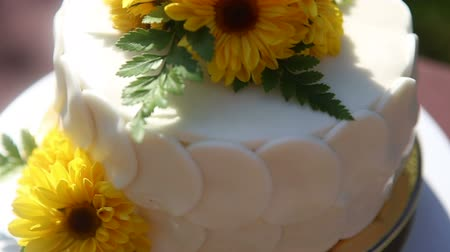 tökéletes : white creamy cake decorated with yellow chrysanthemum flowers on brown table cloth Stock mozgókép