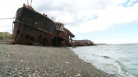 kotva : Two old abandoned ships beached on the shore Dostupné videozáznamy