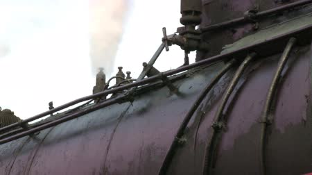 運輸 : Zoom out from a steam engine smoke stack to steam engine train 影像素材