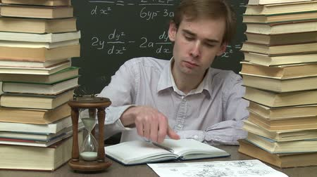 educar : Student is learning his homework.  Stock Footage
