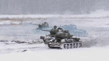 war tank : Russian Tanks T34 launched an attack against the enemy Stock Footage