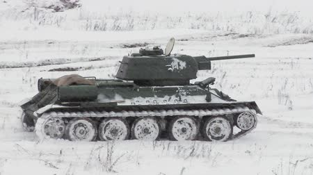 katonai : Legendary Russian Tank T34 in snowy weather Stock mozgókép