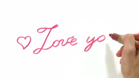 mensagem : Womans hand  writing Love you on a white