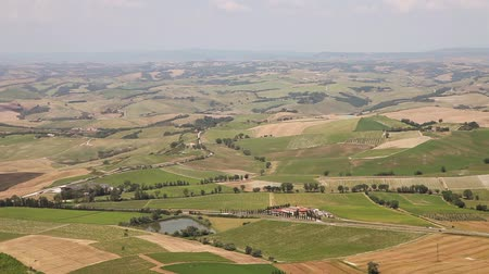 İtalyan : Tuscany Landscape. Suburbs of Montalcino city, Italy Stok Video