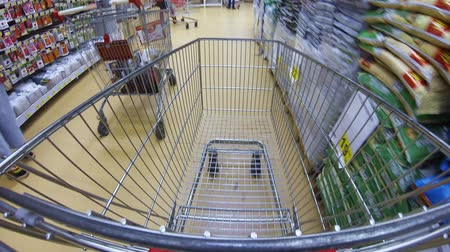 carrinho : Moving cart in a supermarket Stock Footage