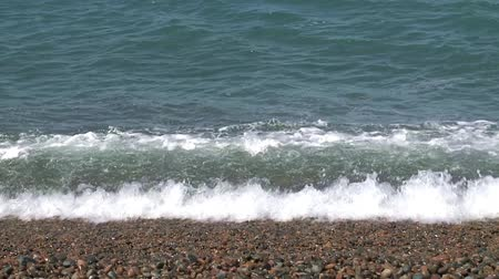 árapály : Waves softly lap over pebbles. Coastline of Atlantic Ocean, Argentina. Slow motion