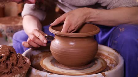 el sanatları : Experienced potter creating a clay pot using professional tools