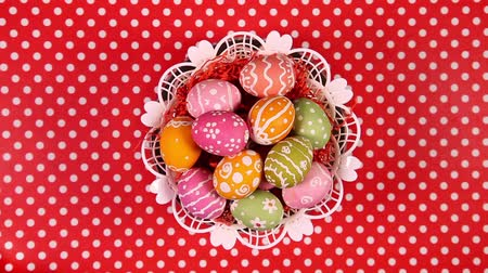 koszyk wielkanocny : Easter eggs in basket rotating on the red tablecloth