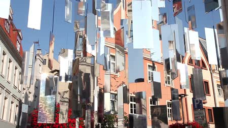 устанавливать : Urban installation of shiny mirrors on the background of old houses. Riga, Latvia