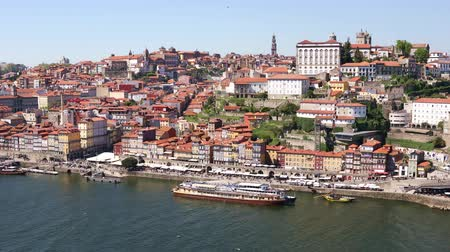 portugalsko : Panoramic view of Porto city with Douro river and Dom Luis I bridge, Portugal