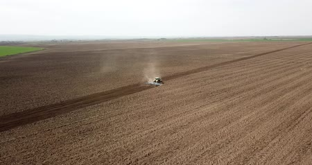 trator : Tractor Field cultivation, Field preparation to plant, aerial view