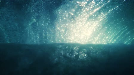 экстремальный : Looking Through Crashing Ocean Wave With Sun