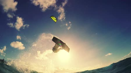 extremo : Extreme Kite Boarding Trick Over Camera In Ocean. Summer Sports in Slow Motion HD.