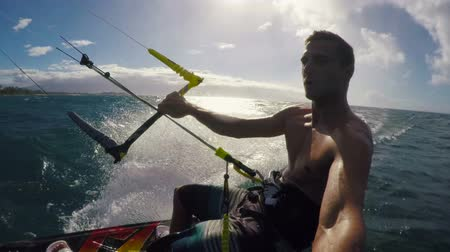 aventura : Healthy Extreme Outdoor Summer Lifestyle. POV Young Man Kitesurfing in Ocean. Extreme Summer Sport HD. Vídeos
