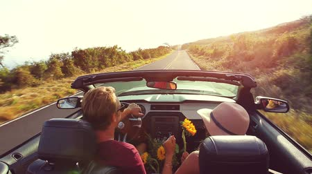 řídit : Happy Young Hipster Couple Driving Convertible on Country Road into Sunset. Romantic Freedom Vacation Concept. 20s-30s.