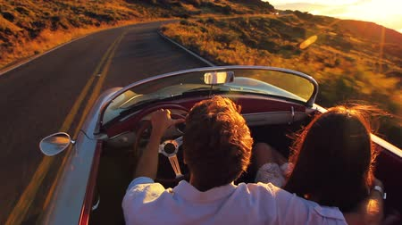 özgürlük : Romantic Freedom Love. Happy Couple Driving on Country Road into the Sunset in Classic Vintage Sports Car Stok Video