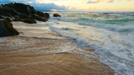 natura : Waves Gently Rolling Up the Beach at Sunset. Shot with Steadicam in Hawaii. Nature Landscape Ocean Scenic.