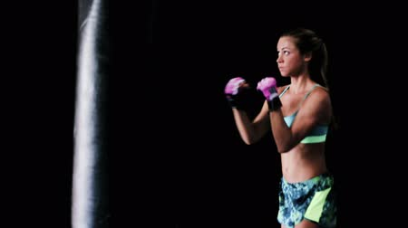 boksör : Beautiful Young Female Athlete Exercising for Self Defense with Boxing Gloves and Body Bag. Athletic Woman Fitness Training in Gym.