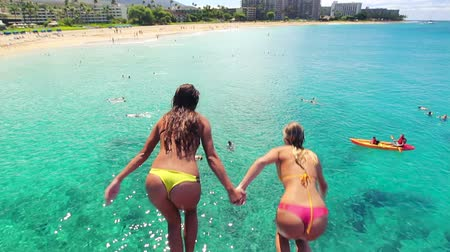vodní sporty : Beautiful Young Women Cliff Jump in Bikinis. Luxury Resort Vacation. Summer Fun Lifestyle. Dostupné videozáznamy