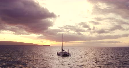 aventura : Sailing into the Sunset. Aerial View Flying Over Sail Boat. Shot in 4K. Amazing Vibrant Sunset in Hawaii Vídeos