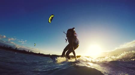 серфер : Extreme Kitesurfing at Sunset. Summer Ocean Sport in Slow Motion. Girl Kite Surfing in Bikini Стоковые видеозаписи