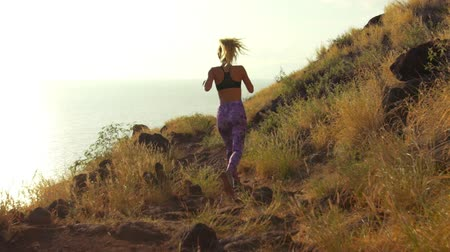 trilha : Young Athletic Woman Running on Mountain Trail. POV Follow Cam. Sunset Workout in Nature.