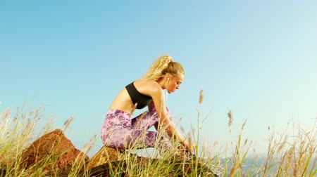 kulaklıklar : Young Athletic Woman Working out in Nature. Tying Shoes. Beautiful Sceneic Mountain View. Slow Motion