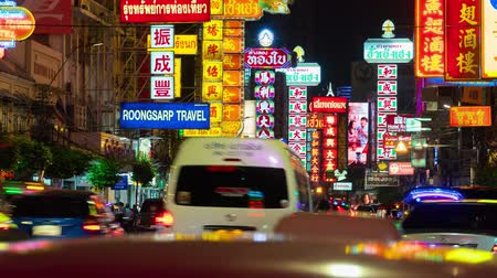 thai kültür : Time lapse of Traffic on Yaowarat Road, Chinatown, Yaowarat has been the main center of Chinese culture in Bangkok for over 200 years, Bangkok, Thailand, Move Left-Right Stok Video