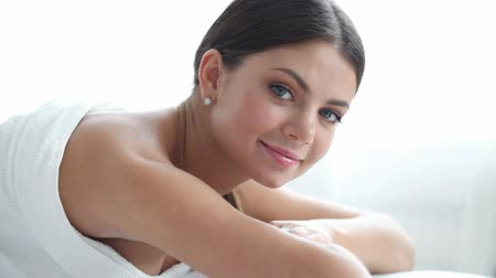 estância termal : woman smiling at spa session