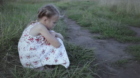 sosyal konular : Portrait of sad little girl outdoors at the day time