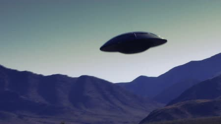 земной : UFO 003: Retro footage of a flying saucer in the desert.