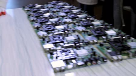elektronický : Worker producing PCB boards for electronic equipment on factory production line