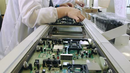 elektronický : Workers are manufacturing Circuit Boards in Electronics Factory - Assembly line of LEDs, Transistors and other Electronic components being installed