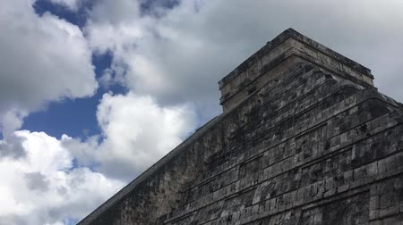 archeologický : Time lapse in Kukulkans pyramid in Chichen Itza