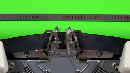 maszyna do pisania : 4k Typewriter with green screen.
