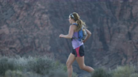 ambição : slow motion of girl trail running in desert