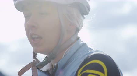 ciclismo : Close up of woman in biking gear Stock Footage