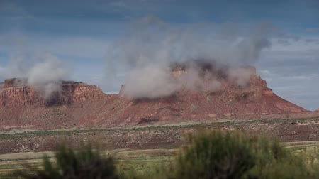 pináculo : Utah desert time lapse, clouds erupt over red rock formations