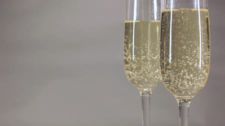 karbonatlı : Bubbles of champagne up on a gray background Stok Video
