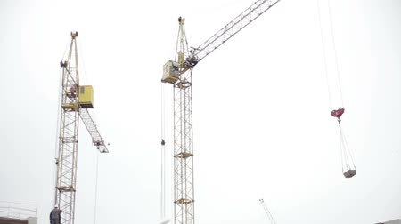 pokrok : Cranes at a construction site. Builders.