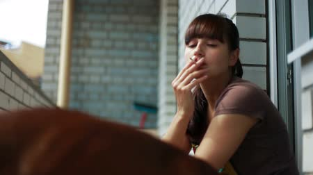 fumegante : Young brunette smoking on the balcony. Close-up. Stock Footage