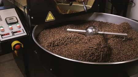 kahve çekirdeği : Factory coffee roasting machine in operation, turning and stirring roasted beans