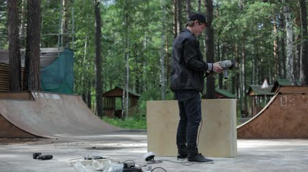 obsessive : Carpenter finished the figure for skatepark Stock Footage
