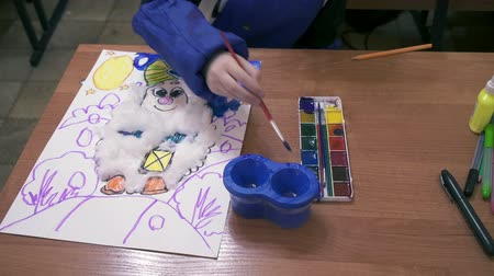 zvýrazňovač : Small children on creative lesson in primary class